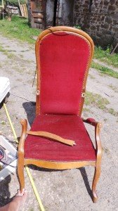 Réfection fauteuil dans Mobiliers 20150524_151630-e1446221720545-168x300